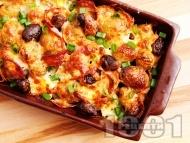 Рецепта Запечени пресни хрупкави картофи със сирене, маслини, кашкавал и колбас на фурна